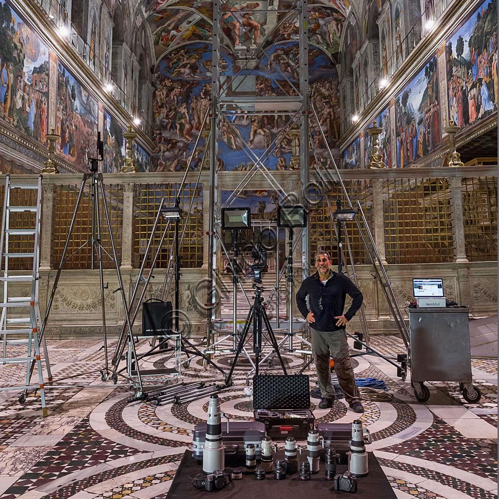Cappella Sistina: parte delle attrezzature utilizzate da Ghigo Roli per il rilievo completo in scala 1:1 dei 2620 metri quadrati di affreschi