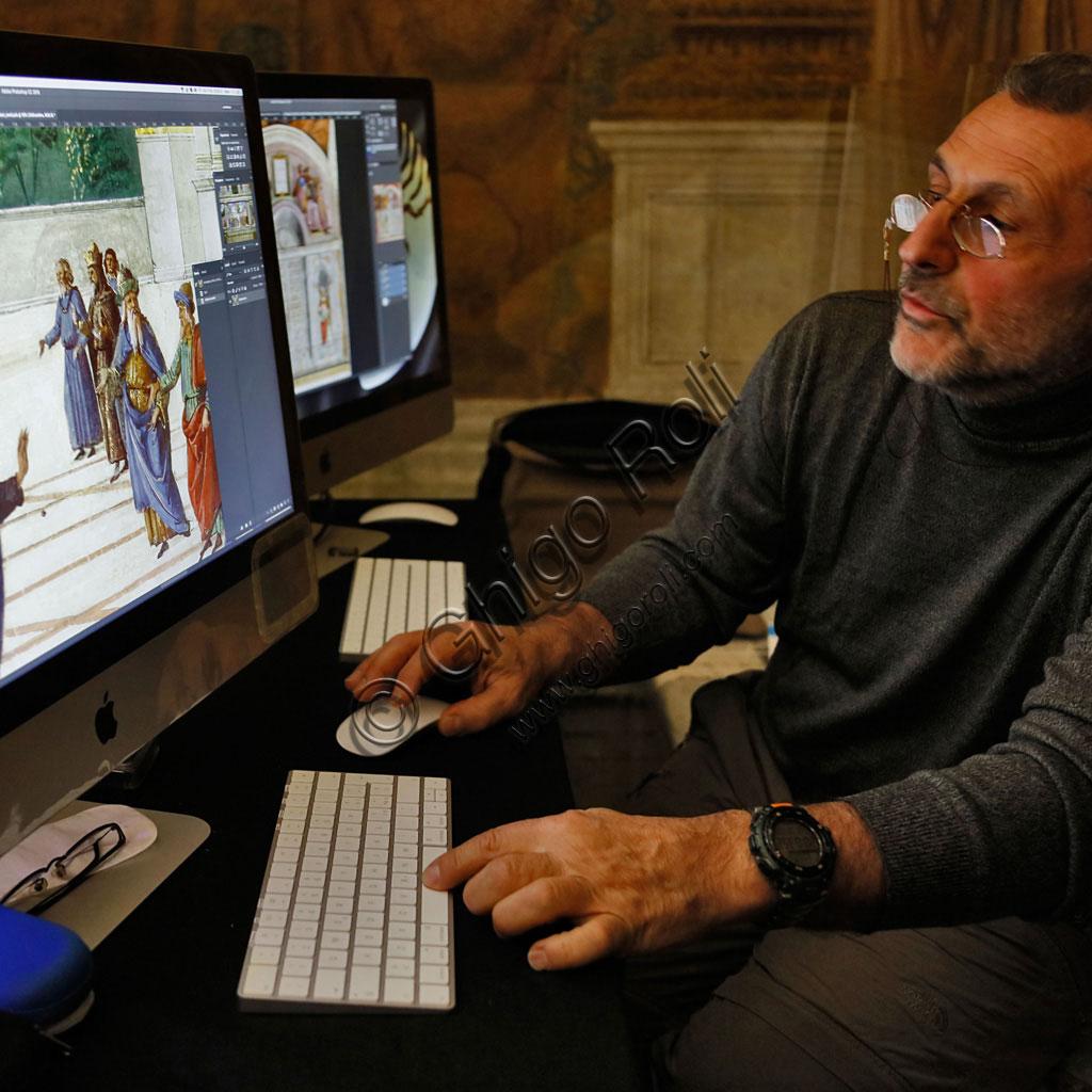 Cappella Sistina: si verificano al computer le riprese appena effettuate e ci si prepara al montaggio.
